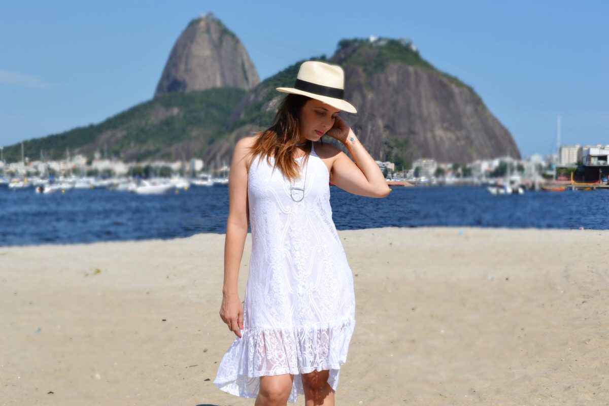 Look All White com vestido branco Mosaico Virtual, por Alexandra Evangelista
